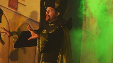 Jafar is trying to get his hands on the lamp… Reach Jaffar…